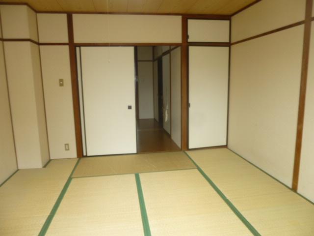 篠原第2ビル 303号室のリビング