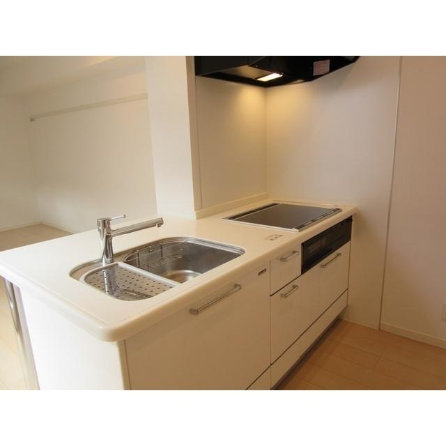 コンフォルト若宮 201号室のキッチン