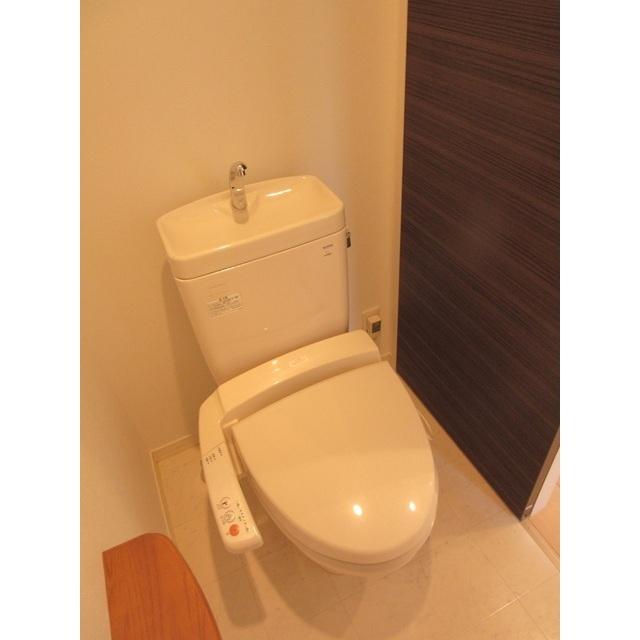 コンフォルト若宮 201号室のトイレ