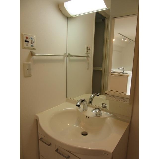 コンフォルト若宮 201号室の洗面所