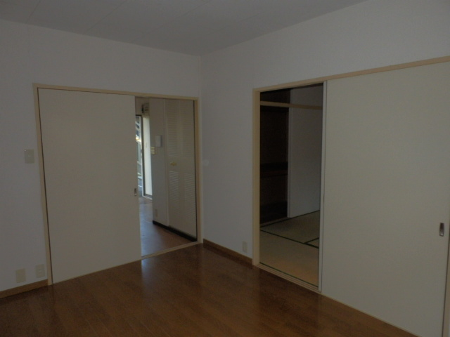 サンシティマガミ 102号室のリビング