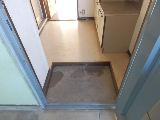 メゾンドココ 210号室の玄関