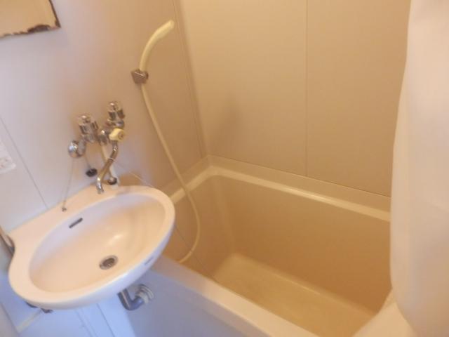 フライトメゾン根本 203号室の風呂