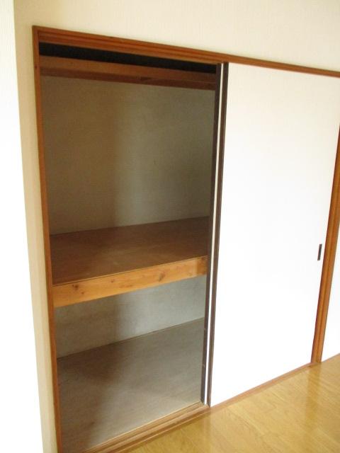 コーポ和気 107号室の収納