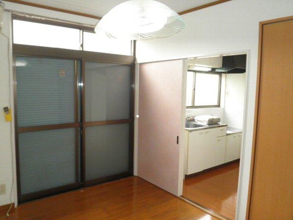 石井ハイツA 101号室のリビング
