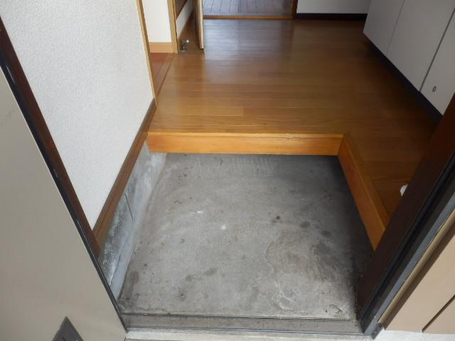 吉沢ハイツA棟 105号室の玄関
