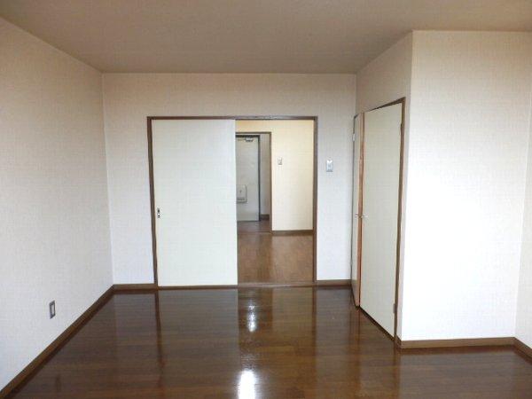 グランドォール宇都宮 307号室のリビング