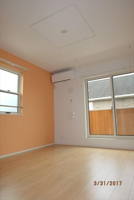 ラ・ルーチェA 02010号室のリビング