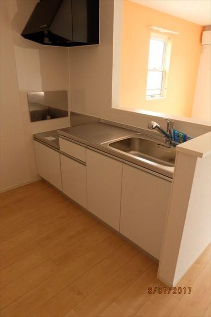 ラ・ルーチェA 02010号室のキッチン