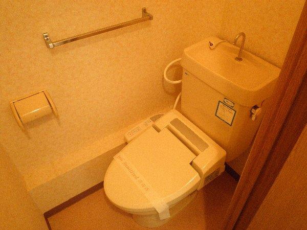 グリーンフラットB 103号室のトイレ