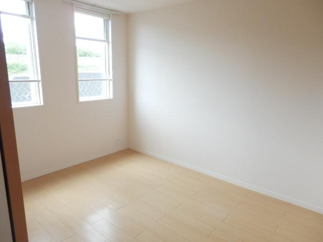 リバレインヒルズⅠ 203号室のベッドルーム