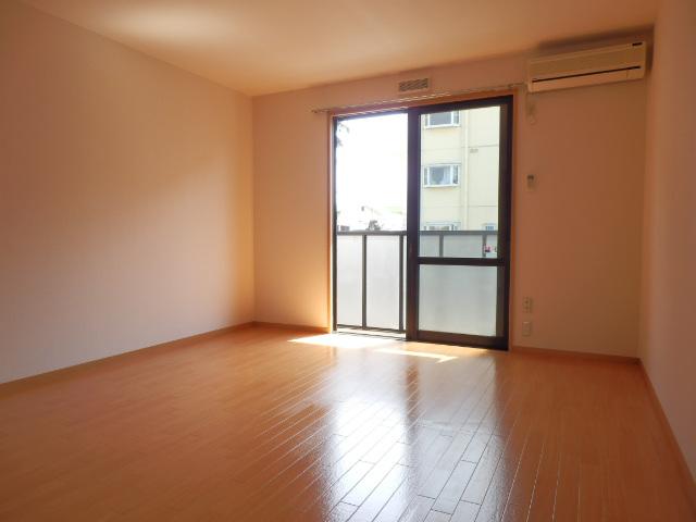メゾン平松ラ・フォンテーヌⅠ 102号室の居室