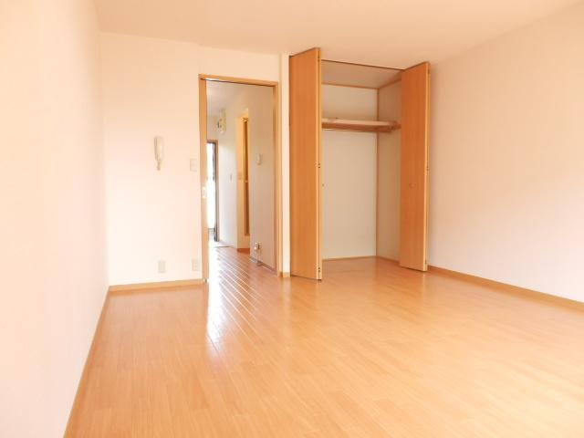 メゾン平松ラ・フォンテーヌⅠ 102号室のリビング