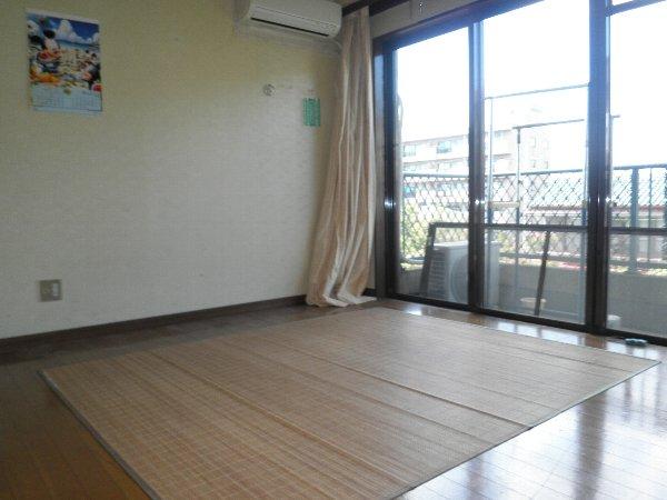コープオリンピア宇津宮 402号室のリビング