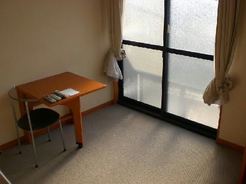 レオパレスTwin Leaf 202号室のリビング