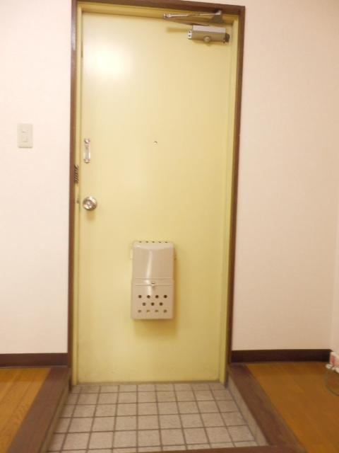 フォーシーズンズ上大曽 302号室の玄関