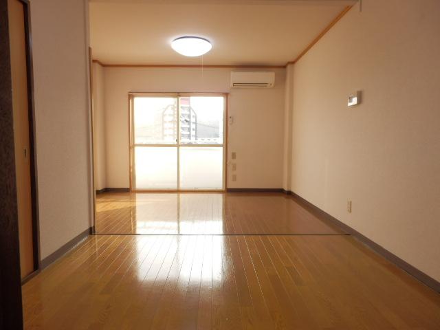 フォーシーズンズ上大曽 302号室の居室