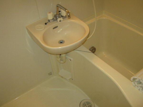 ブルーベルWEST 107号室の風呂