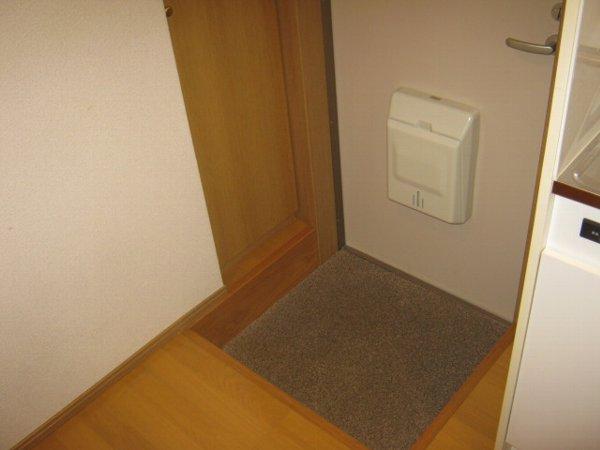 ブルーベルWEST 107号室の玄関