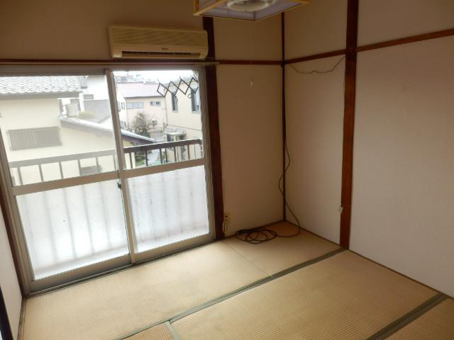 佐藤コーポ 202号室のリビング
