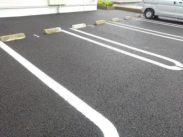 エル・ヴィータ B 02010号室の駐車場