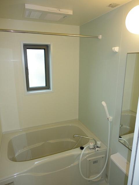 エル・ヴィータ B 02010号室の風呂