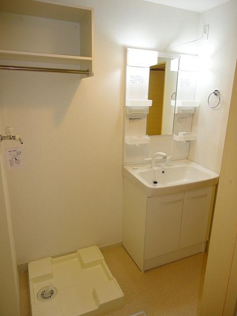 エル・ヴィータ B 02010号室の洗面所