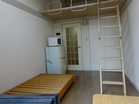 雀宮レジデンス 102号室のリビング