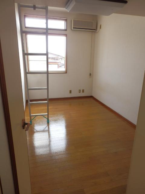 プラザ・ドゥ・ベルタ 205号室のリビング