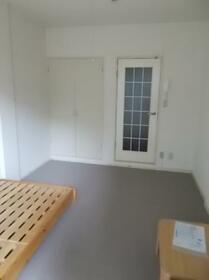 西川田第8レジデンス 101号室のリビング