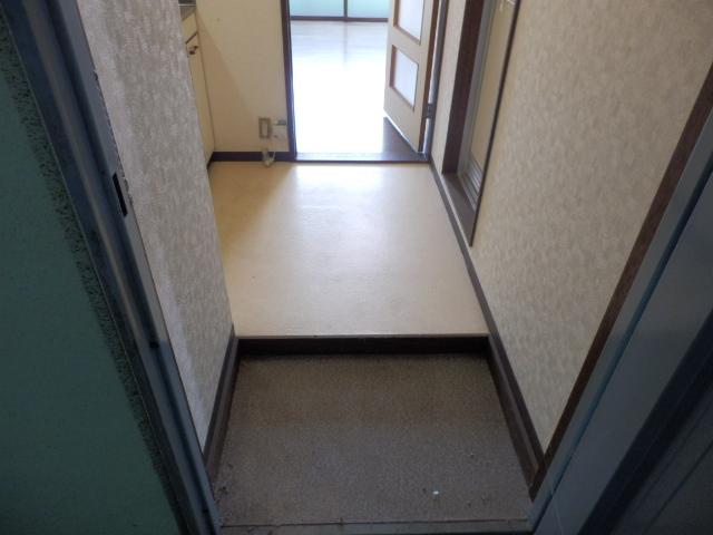メゾンドココ 202号室の玄関