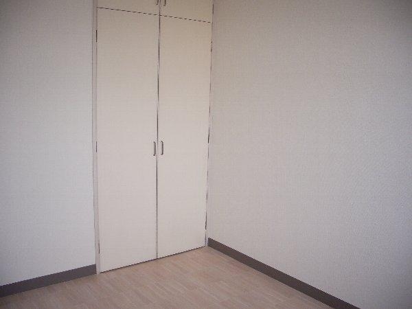 宇都宮ロイヤルハイツ 407号室のリビング
