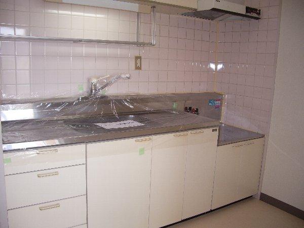 宇都宮ロイヤルハイツ 407号室のキッチン