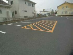 サンファースト B 105号室の駐車場