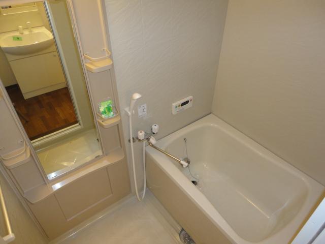 ヴァンベールⅠ 102号室の風呂