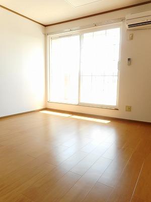 サンラフレ 02020号室のリビング
