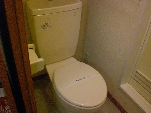レオパレスバレーナ紅葉 105号室のトイレ