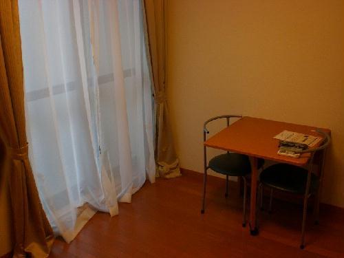 レオパレスバレーナ紅葉 105号室のリビング
