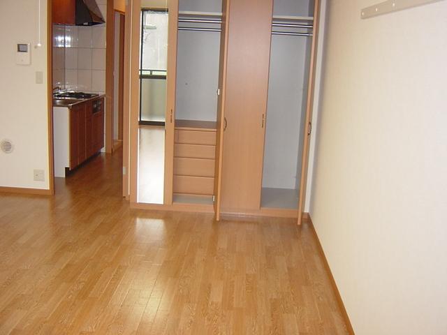 メゾン・ドゥ・ナミA 205号室の居室