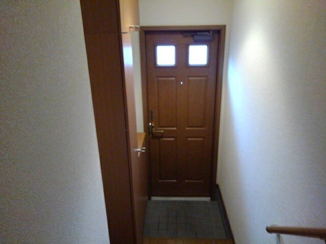 メゾンフジA 02020号室の玄関