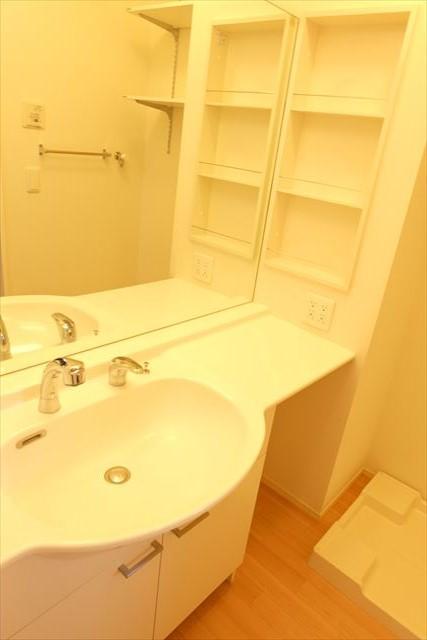 フォレスター 105号室の洗面所