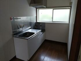 ファミリーハイツ 5号室のキッチン