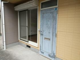 ファミリーハイツ 5号室の玄関