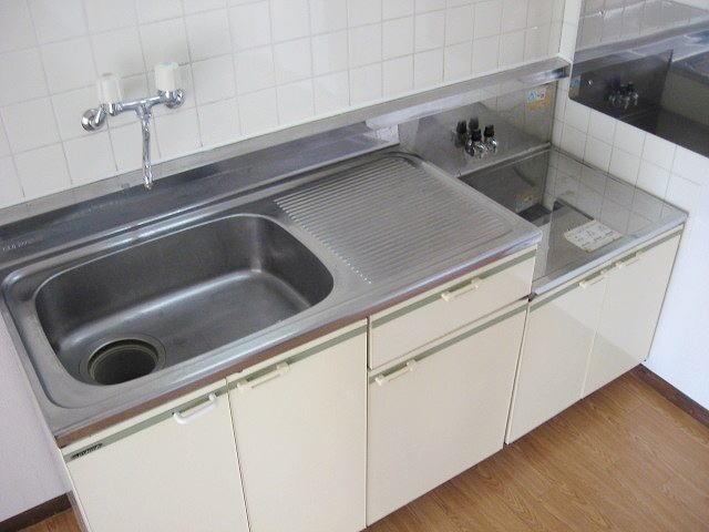 おおつきシティハイツ 02020号室のキッチン