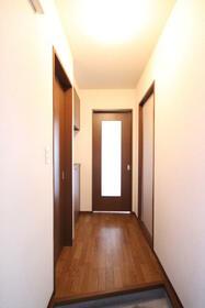 マーキュリーハイツF棟 102号室の玄関
