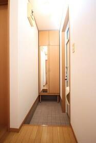 ブルーセントラルA棟 103号室の玄関