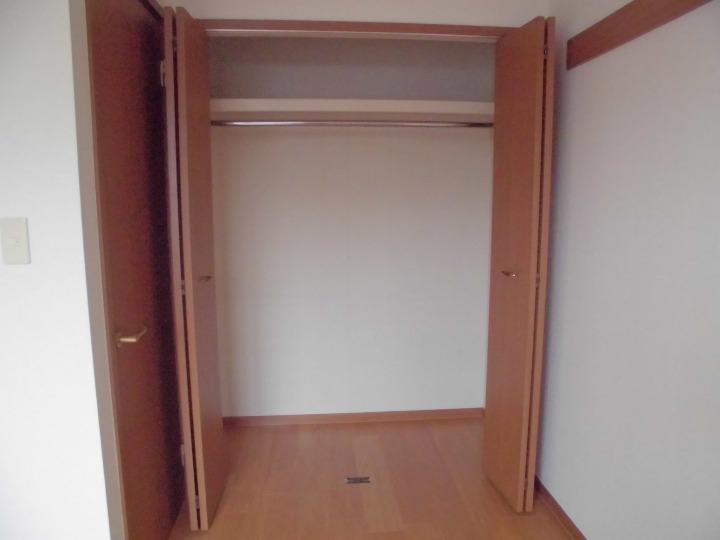 メゾンドエスパス 01020号室の収納