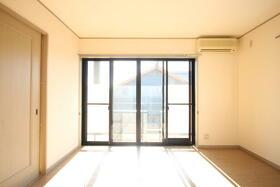 エステイトヒルA棟 205号室のリビング