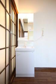 メゾン嵐 Ⅰ 201号室の洗面所