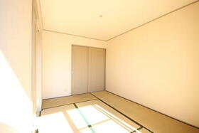エステイトヒルA棟 202号室の居室